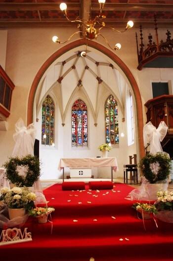 Hochzeitsdeko in der Kirche