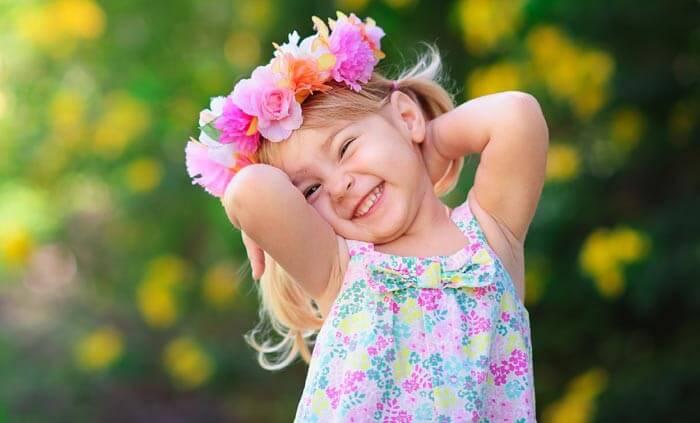 Kinderanimation zur Hochzeit: Blumenkranz binden