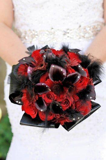 Brautstrauß mit Federn