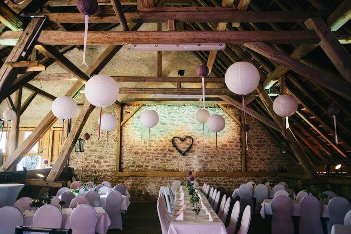 Hochzeitssaal dekorieren