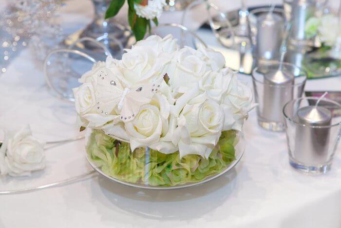 Blumendeko Grün Weiß