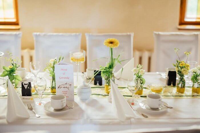 Tischdeko in Gelb