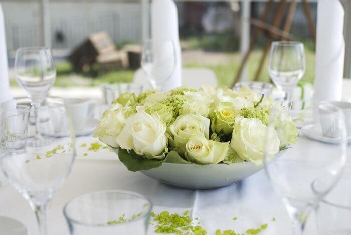 Tischdeko für Hochzeit in Grün Weiss