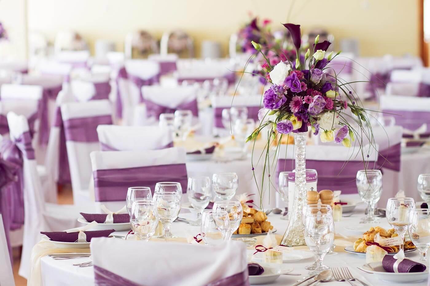 Tischdeko für Hochzeit in Lila
