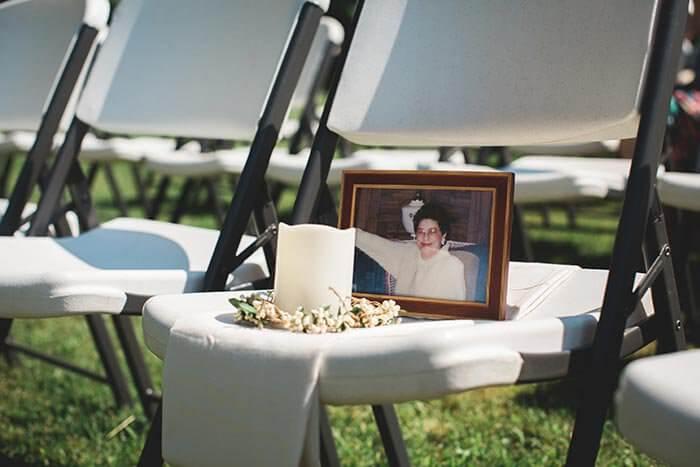 10 emotionale wege um bei der hochzeit verstorbenen zu gedenken. Black Bedroom Furniture Sets. Home Design Ideas
