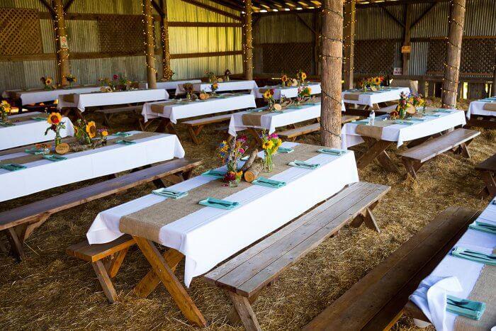 Hochzeit in einer Scheune auf dem Bauernhof