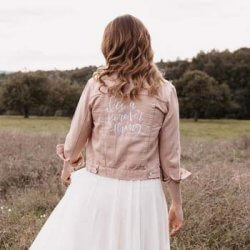 Brautkleid mit Jeansjacke