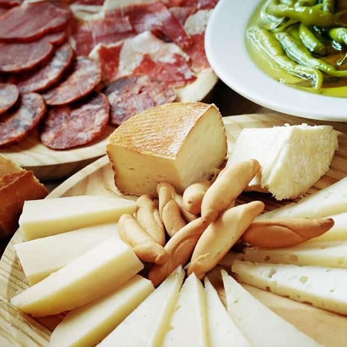 Mitternachtssnack Käse- und Wurstplatte