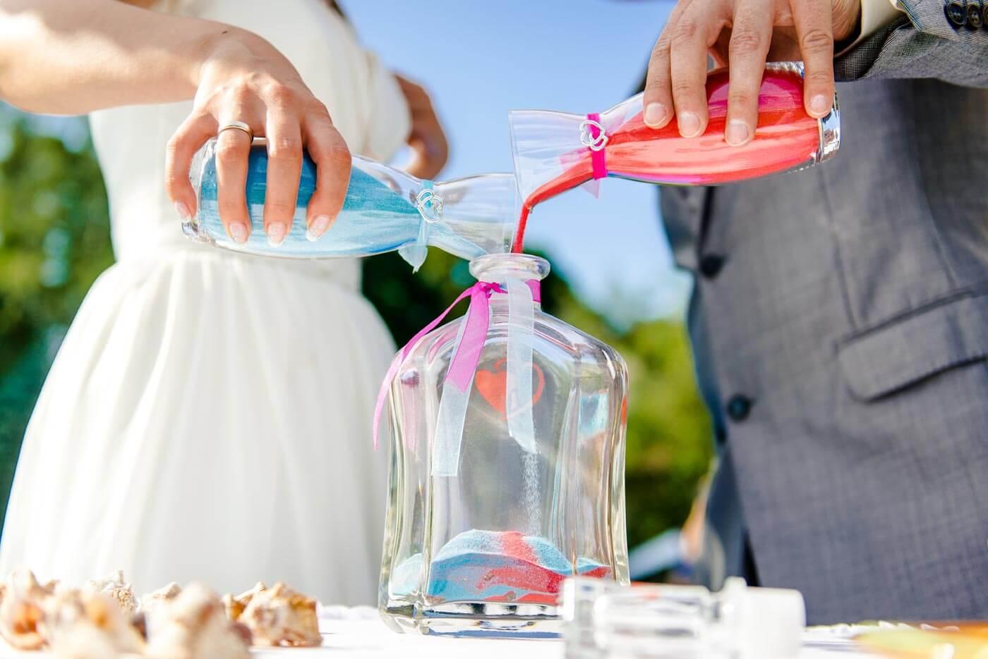Sandzeremonie zur Hochzeit
