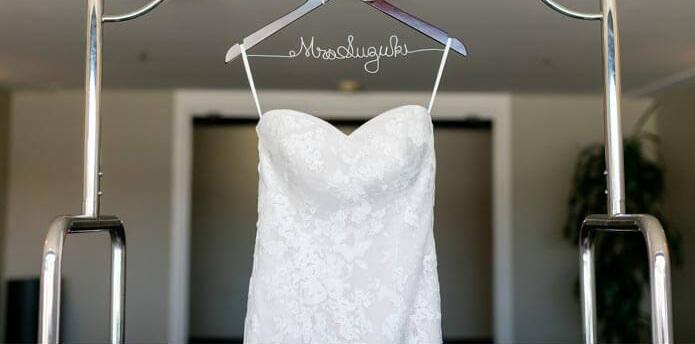 Kleiderbügel für das Brautkleid