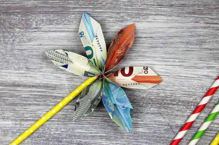 Geldscheine falten Blume